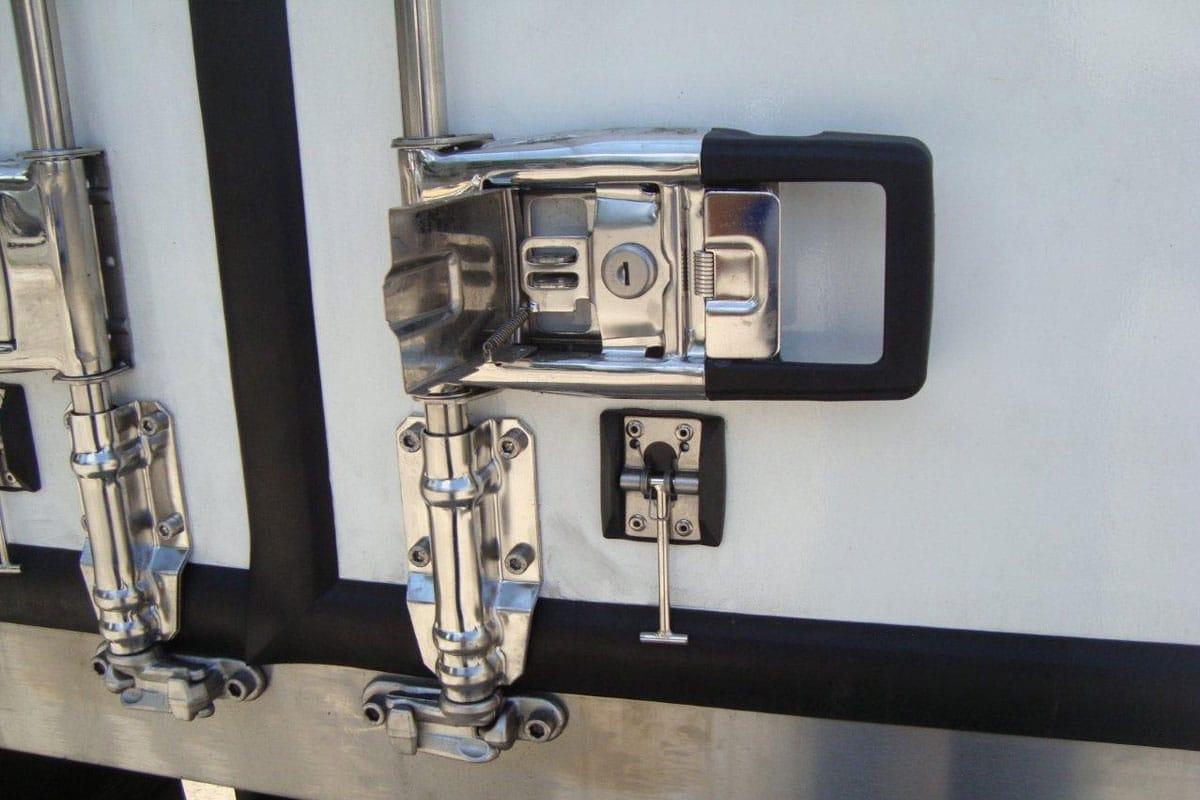 Hyundai EX8 - рефрижератор для перевезення м'ясних туш гідроборт